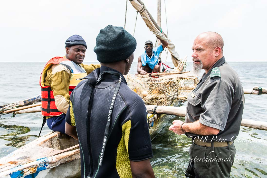 Marine rangers and subsistence fishers_©PeterChadwick_AfricanConservationPhotographer